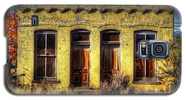 Old Yellow House In Buena Vista Galaxy S5 Case by Lanita Williams