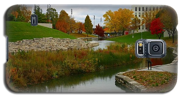 Galaxy S5 Case featuring the photograph Omaha In Color by Elizabeth Winter