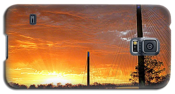 Galaxy S5 Case featuring the photograph Omaha Sunrise by Jeff Lowe