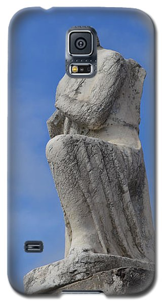 Galaxy S5 Case featuring the photograph On Bended Knee - Color by Nadalyn Larsen
