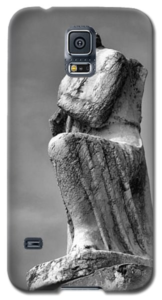 Galaxy S5 Case featuring the photograph On Bended Knee In Black And White by Nadalyn Larsen