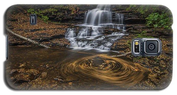 Galaxy S5 Case featuring the photograph Onandaga Falls by Roman Kurywczak