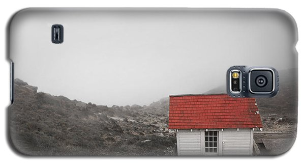 Galaxy S5 Case featuring the photograph One Room In A Fog by Ellen Cotton