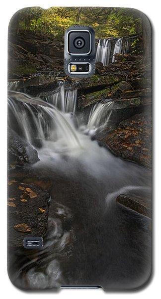 Galaxy S5 Case featuring the photograph Oneida Falls by Roman Kurywczak