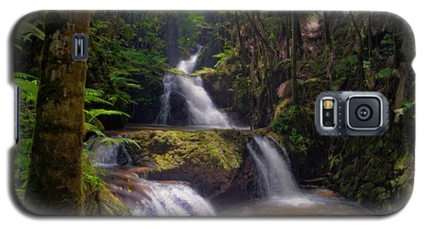 Galaxy S5 Case featuring the photograph Onomea Falls by Jim Thompson