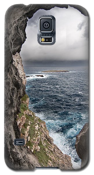 A Natural Window In Minorca North Coast Discover Us An Impressive View Of Sea And Sky - Open Window Galaxy S5 Case by Pedro Cardona