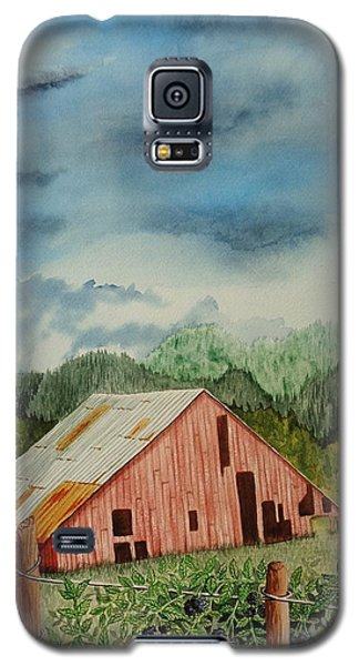 Galaxy S5 Case featuring the painting Oregon Barn by Katherine Young-Beck