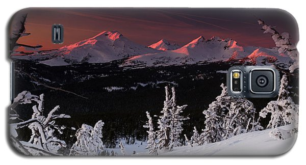 Galaxy S5 Case featuring the photograph Oregon Cascades Winter Sunset by Kevin Desrosiers