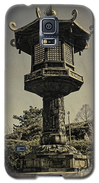 Ornate Lamp Post In Front Of A Buddhist Temple Galaxy S5 Case
