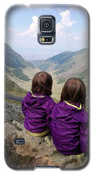 Our Daughters Admiring The View Galaxy S5 Case by Giuseppe Epifani