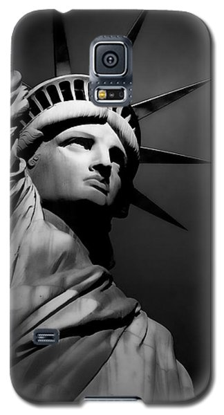 Our Lady Liberty In B/w Galaxy S5 Case