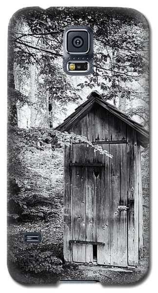 Outhouse In The Forest Black And White Galaxy S5 Case