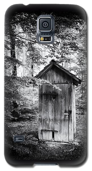 Outhouse In The Forest Black And White Galaxy S5 Case by Matthias Hauser