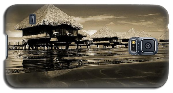 Overwater Bungalows  Galaxy S5 Case by Zinvolle Art