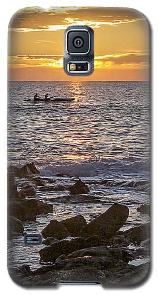 Paddlers At Sunset Portrait Galaxy S5 Case