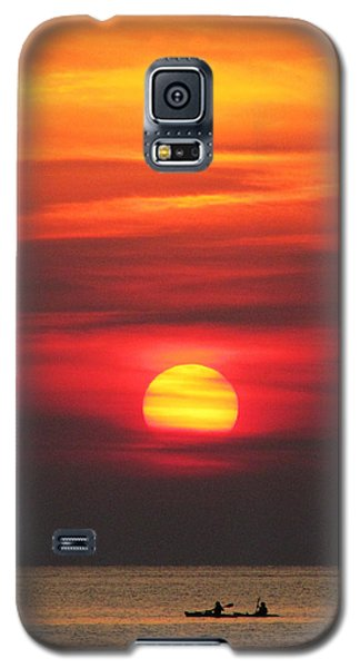 Paddling Under The Sun Galaxy S5 Case by Richard Reeve