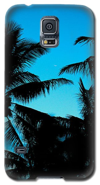 Galaxy S5 Case featuring the photograph Palms At Dusk With Sliver Of Moon by Lehua Pekelo-Stearns