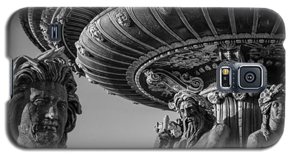 Galaxy S5 Case featuring the photograph Paris Fountain Place De La Concorde by Glenn DiPaola