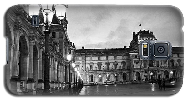 Paris Louvre Museum Lanterns Lamps - Paris Black And White Louvre Museum Architecture Galaxy S5 Case by Kathy Fornal