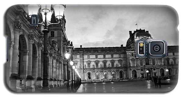 Paris Louvre Museum Lanterns Lamps - Paris Black And White Louvre Museum Architecture Galaxy S5 Case by Kathy Fornal