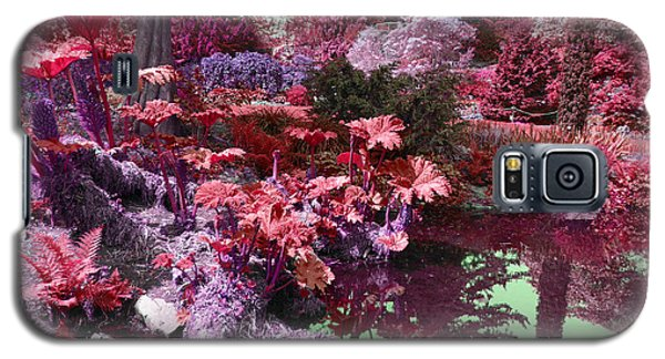 Galaxy S5 Case featuring the photograph Park Pond Red by Laurie Tsemak