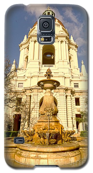Pasadena City Hall's Dome And Courtyard Fountain 01 Galaxy S5 Case by MaryJane Armstrong