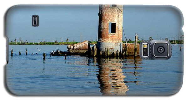 Galaxy S5 Case featuring the photograph Pass Manchac Lighthouse by Charlotte Schafer
