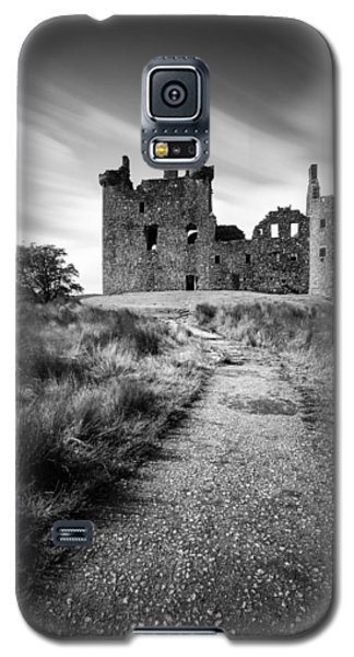 Path To Kilchurn Castle Galaxy S5 Case by Dave Bowman