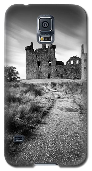 Castle Galaxy S5 Case - Path To Kilchurn Castle by Dave Bowman