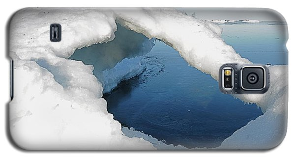 Galaxy S5 Case featuring the photograph Peaceful Lake Superior Ice Arch  by Sandra Updyke