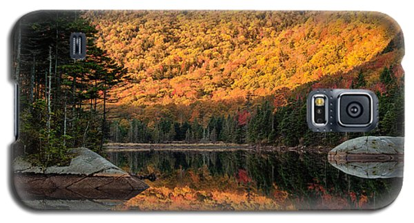 Galaxy S5 Case featuring the photograph Peak Fall Foliage On Beaver Pond by Jeff Folger