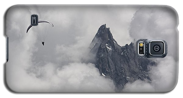 Galaxy S5 Case featuring the photograph Peak Glide by Wade Aiken