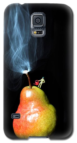 Pear And Smoke Little People On Food Galaxy S5 Case