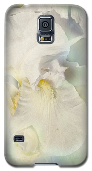 Galaxy S5 Case featuring the photograph Pearl by Elaine Teague