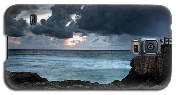 Galaxy S5 Case featuring the photograph Pedra Que Bole by Edgar Laureano