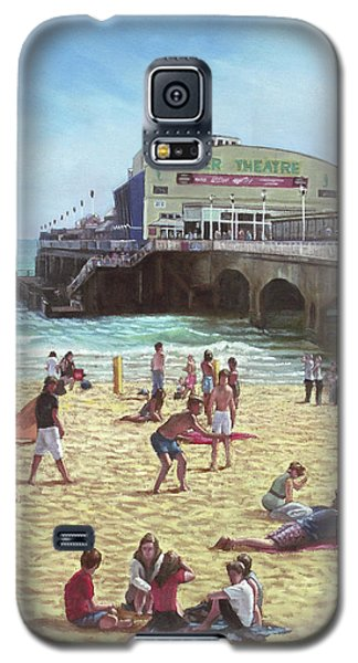 people on Bournemouth beach Pier theatre Galaxy S5 Case