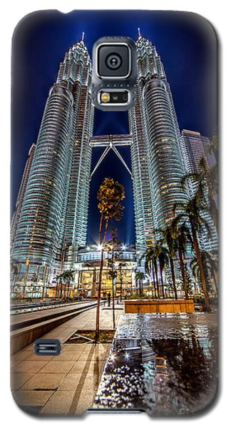 Petronas Twin Towers Galaxy S5 Case by Adrian Evans