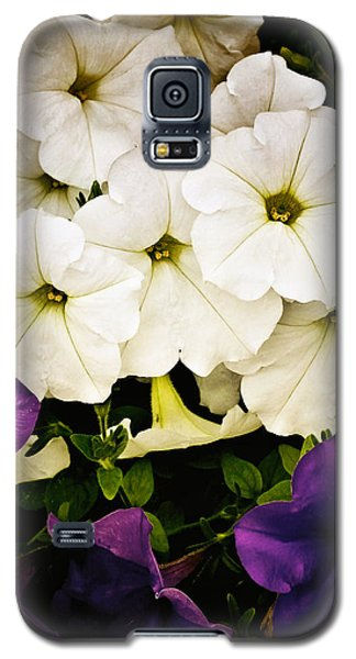 Petunias Galaxy S5 Case by Susan Kinney