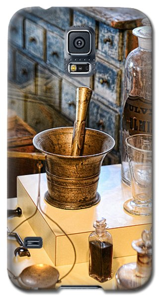 Pharmacist - Brass Mortar And Pestle Galaxy S5 Case by Paul Ward