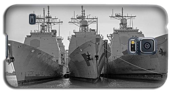 Philadelphia Navy Yard B - W  Galaxy S5 Case by Susan  McMenamin