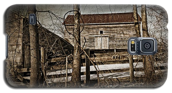 Country Barn Photograph Galaxy S5 Case