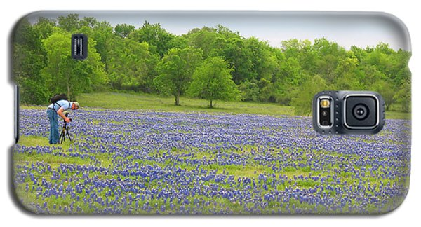 Photographing Texas Bluebonnets Galaxy S5 Case by Connie Fox
