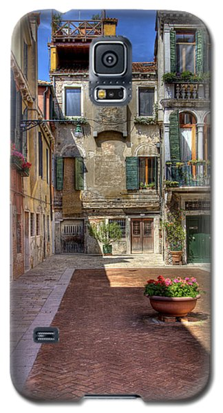 Galaxy S5 Case featuring the photograph Picturesque Alley by Uri Baruch