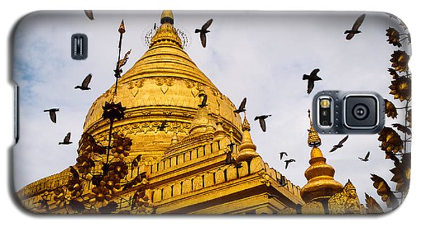 Pigeons Flying Over Shwezigon Pagoda Galaxy S5 Case by Dean Harte