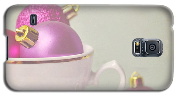 Pink And Gold Christmas Baubles In China Cup. Galaxy S5 Case