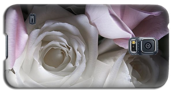 Pink And White Roses Galaxy S5 Case