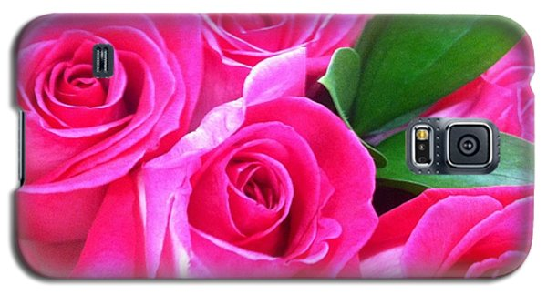 Galaxy S5 Case featuring the photograph Pink Roses by Alohi Fujimoto