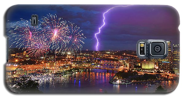 Pittsburgh Pennsylvania Skyline Fireworks At Night Panorama Galaxy S5 Case by Jon Holiday