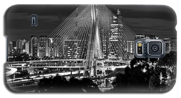 Sao Paulo - Ponte Octavio Frias De Oliveira By Night In Black And White Galaxy S5 Case