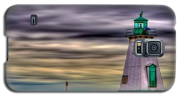 Galaxy S5 Case featuring the photograph Port Dalhousie Lighthouse by Jerry Fornarotto